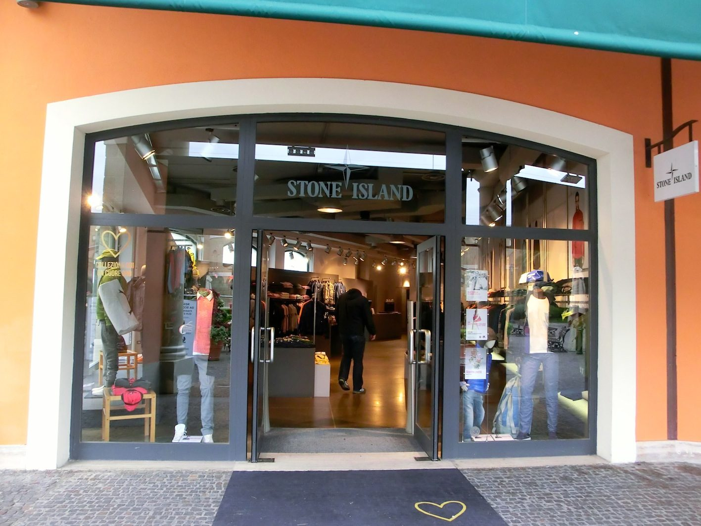 Outlet Castel Romano bei Rom - Sapeur - One Step Beyond ...