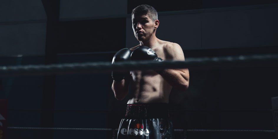 Liam Smith präsentiert im Boxring die aktuelle Ellesse Sport Kollektion