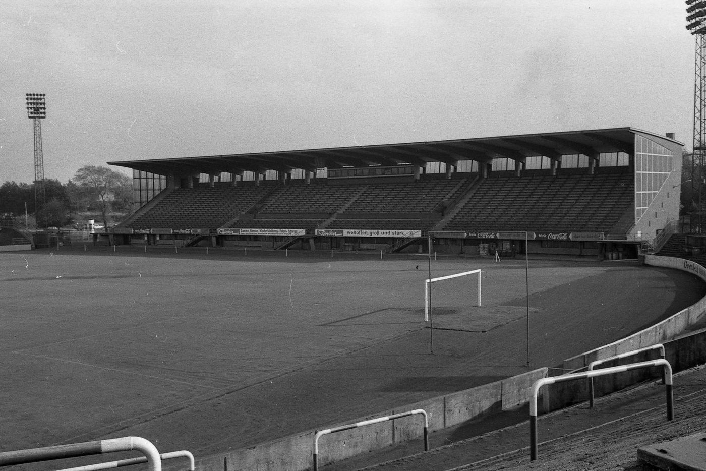 Ein Stück Fussballgeschichte: Deutscher Flutlichtpokal 1957 und 1958