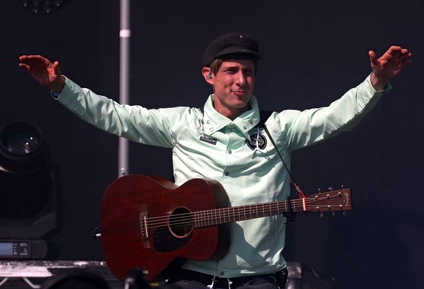 Gerry Cinnamon – Lullaby (Live at The Barras)
