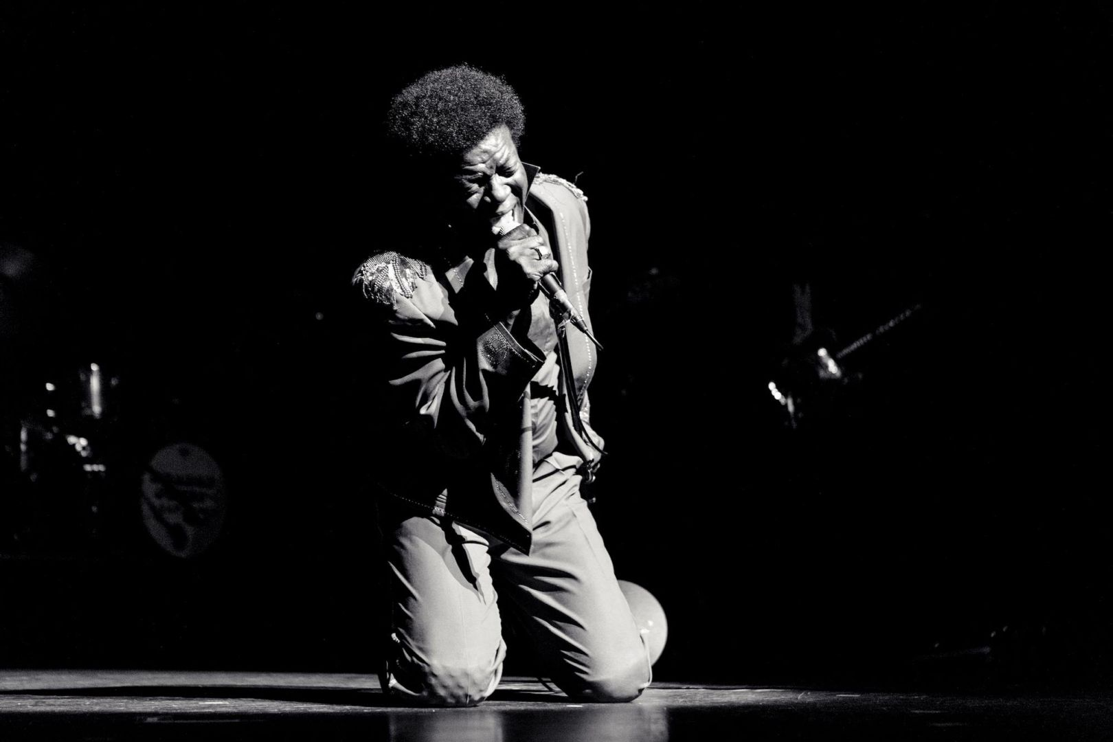 Charles Bradley – The World (is going up in Flames)