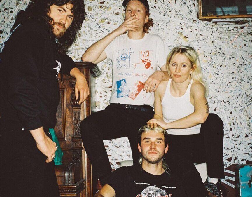 Neues Album | Amyl and The Sniffers wollen einfach nur getröstet werden
